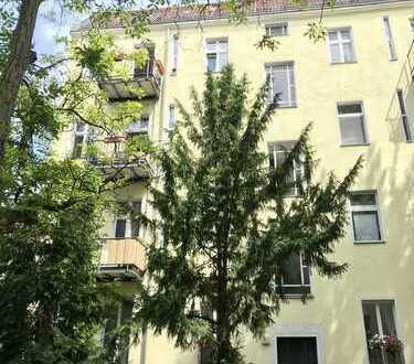 Entzückende 2 Zimmer Altbauwohnung mit Dielenböden und Südbalkon! Hell, ruhig und gemütlich. Vermie