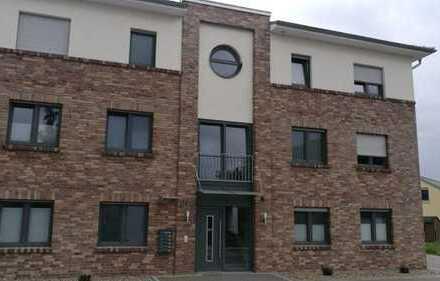Neuwertige 2-Zimmer-Wohnung mit großer Dachterrasse zu vermieten!