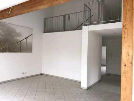 Neuwertige 4-Zimmer-Maisonette- DG Wohnung mit Balkon in Mutterstadt