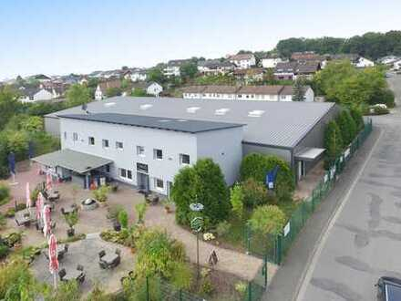 Verkauf - Warmhalle mit ca. 2.000 m² Fläche, ca. 350 m² Gastro-Bereich, Freifläche, Parkplätze