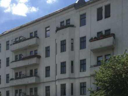 Friedrichshain zum Hin- und Anlegen - 2 Zi vermietet im Altbau - mit Fahrstuhl - Balkon möglich