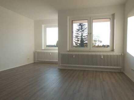 ** Wir haben Ihre neue Wohnung für Sie ! Frisch sanierte 3 - Zimmerwohnung mit Balkon ! **