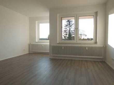 ** Hier wartet eine große und top sanierte 3 - Zimmerwohnung auf Sie ! **