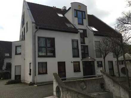 Zentral gelegene 3 ZKB-Wohnung mit Balkon und Pkw-Stellplatz in MZ-Laubenheim