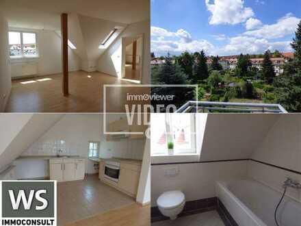 FREI: Attraktive 3-Zimmer-Dachwohnung mit Balkon & EBK , ruhig und zentral am FEZ!