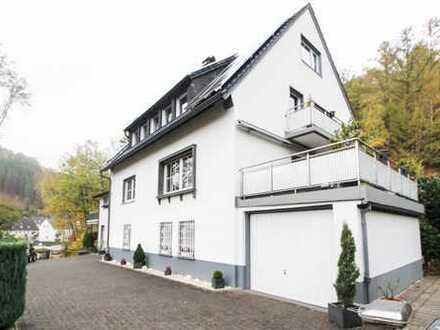 Kapitalanlage und/oder neues Zuhause: Großzügiges MFH mit 3 WE im idyllischen Altena!