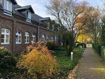 Schöne, geräumige 4 Zimmer Wohnung auf denkmalgeschütztem Vierkanthof in Meerbusch-Strümp.