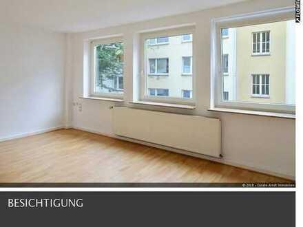 Frisch renovierte Wohnung im 1. OG in der Südstadt!