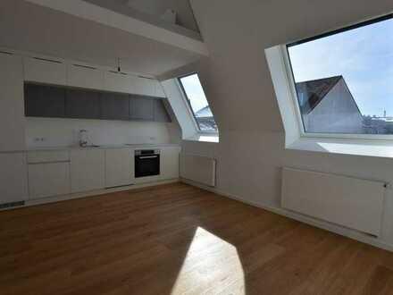 Stilvolle, geräumige 3-Zimmer-DG-Wohnung mit Einbauküche im Glockenbachviertel