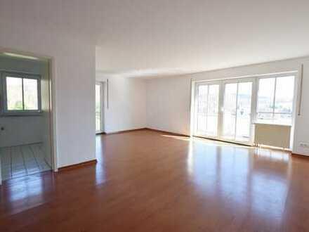 Idyllische Lage - Großzügige Raumgestaltung - Balkon mit tollem Ausblick!