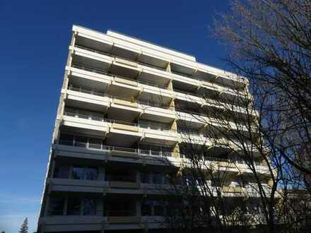 Helle, lichte 3 Zimmer-Wohnung mit großem Balkon!