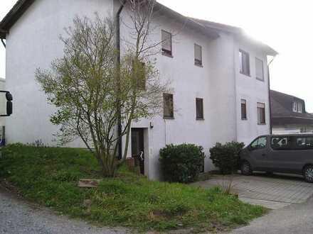 Mehrfamilienhaus mit Gewerbe-Bürohalle