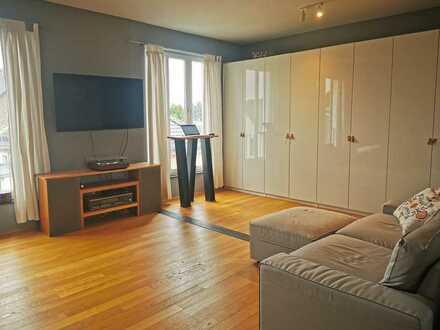 Stilvolle, geräumige und gepflegte 2-Zimmer-Maisonette-Wohnung mit Balkon in Rodenkirchen, Köln