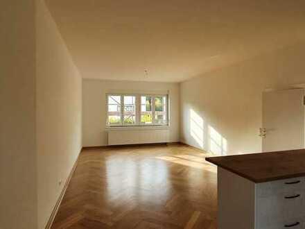 Komplett sanierte EG-Wohnung + 2 Zi. + neue EBK + Terrasse