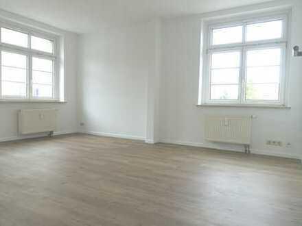 3 helle Zimmer zum Wohlfühlen. Schöner Grundriss. Küche mit Loggia.