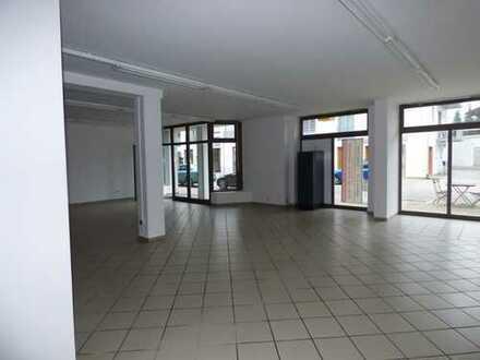 Einheit im Erdgeschoß in Lauflage Bahnhofstrasse, nur 2 Gehminuten zum Kino und Bahnhof