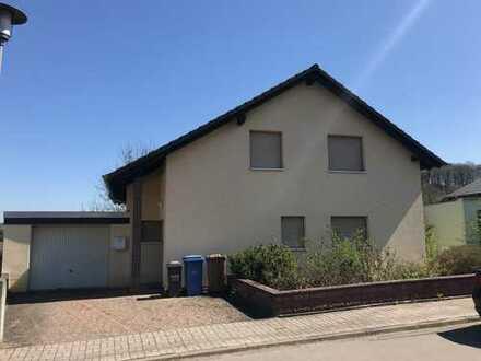 Zwangsversteigerung Freistehendes Einfamilienhaus mit Garage für den Käufer Provisionsfrei im Januar