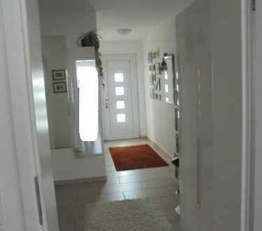 Exclusive, neuwertige 3-Zimmer-Wohnung mit Balkon und EBK von Privat in Germering