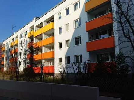 Exklusive, modernisierte 3,5-Zimmer-Wohnung mit Balkon und Einbauküche in Erlangen