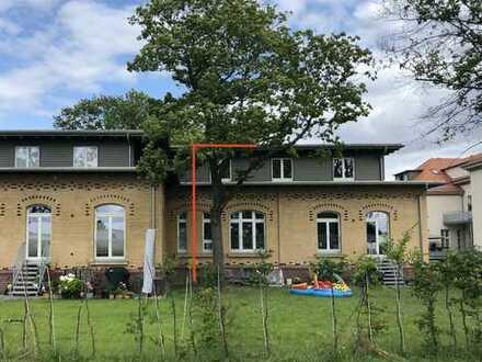 Neuwertiges helles Reihenendhaus mit 2 Terrassen - gr. Garten mit Bäumen - Spielplatz 50m