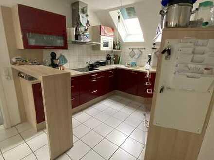 Gepflegte Maisonette-Wohnung mit vier Zimmern sowie Balkon, Dachterrasse und EBK in Grenzach-Wyhlen