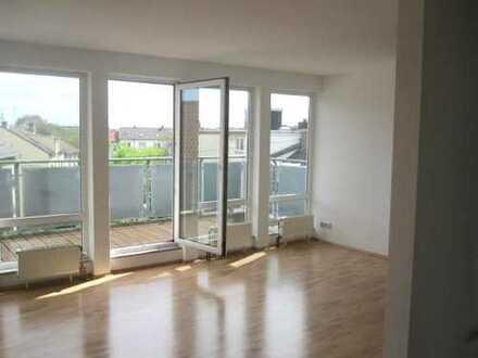 PROVISIONSFREI: Bezugsfertige moderne 2,5 Zimmer Penthouse-Wohnung mit Dachterrasse im Nordend