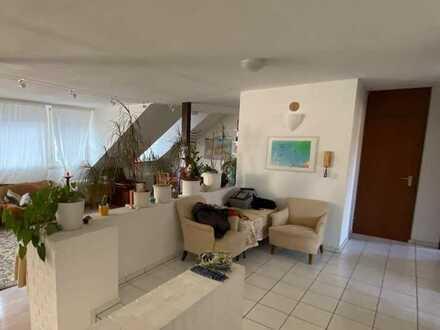 Große 3-Zimmer Wohnung mit viel Charme