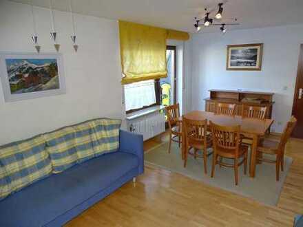 Exklusive, vollständig renovierte 2-Zimmer-EG-Wohnung mit Terrasse und Einbauküche in Bihlerdorf.