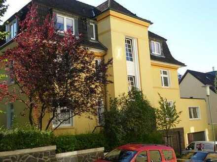 Renovierte ca.142m² große 3-Zimmerwohnung mit eigenem Garten und Garage in Altenhagen zu vermieten