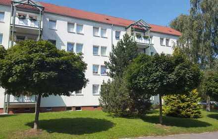 Geräumige 4-Raum-Whg. mit Balkon, 1.OG, Kü+Bad mit Fenster, Stellplatz, Nähe KiTa und Krankenhaus