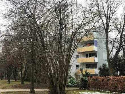 Vollständig modernisierte 2,5-Zimmer-Wohnung mit Balkon in Solln, München