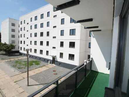 4 Zimmer, Bad mit Wanne und Balkon... Alles da ! Wo sind Sie ?