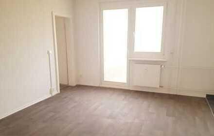 Perfekte 2-Raum-Singlewohnung mit Balkon und Dusche in kernsaniertem Haus