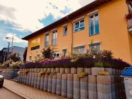 Wohnen und Arbeiten Wohnhaus mit Gewerbeeinheit, Büro und Sozialräume