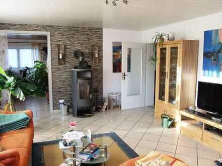 F&D | 4-Zimmer-EG-Wohnung plus zwei Zimmer mit Bad im UG & Garage