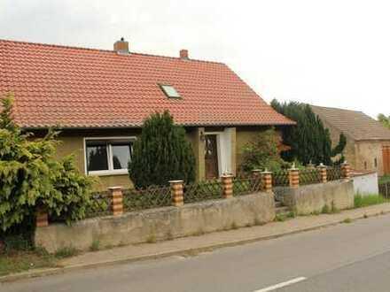 Einfamilienhaus mit Nebengelass
