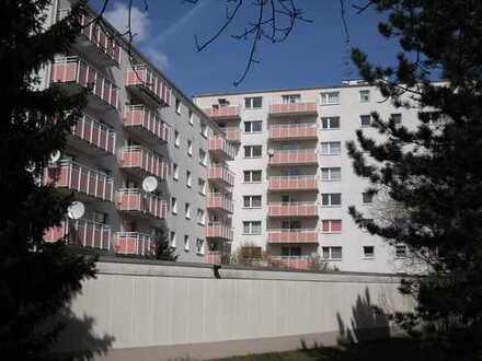 Sehr schöne 2 Zimmer Wohnung in ruhiger Lage in gepflegtem Haus in OF Ost