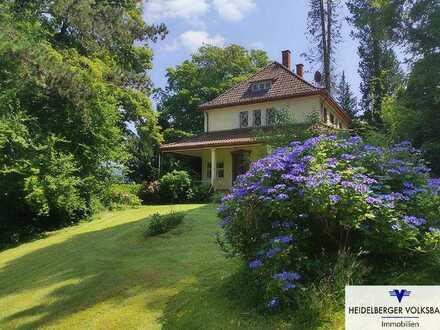 Landhaus-Villa mit Charme auf parkartigem Grundstück!