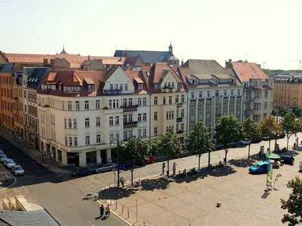 Traumhafte DG-Wohnung im Zentrum mit super Aussicht über Halle! Bad, Küche und Fußboden neu!