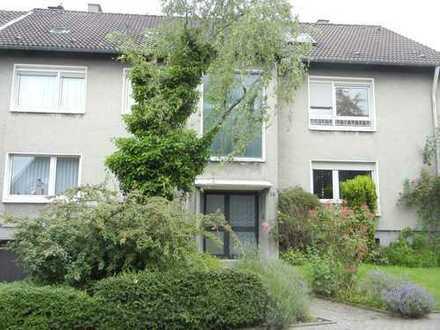 Helle,ruhige 3-Zi.Wohnung, 1. OG, mit Einbauküche, in durchgrüntem, gehobenen Wohnumfeld in Altenbo.