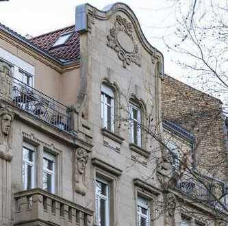 Balkon und Glasgiebeldach in Toplage