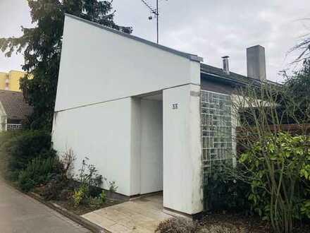 Freistehendes Einfamilienhaus mit nicht einsehbarem Garten !!!