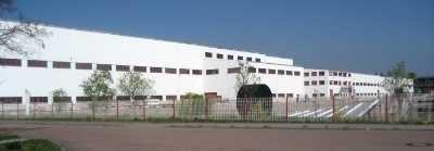 Gewerbekomplex mit 3 Hallen und Büro