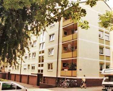 Helle 3-Zimmerwohnung mit Balkon in bester Lage zwischen Leopold- und Milbertshofenerstrasse