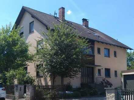 Vollständig renovierte Wohnung mit vier Zimmern und Balkon in Thurnau