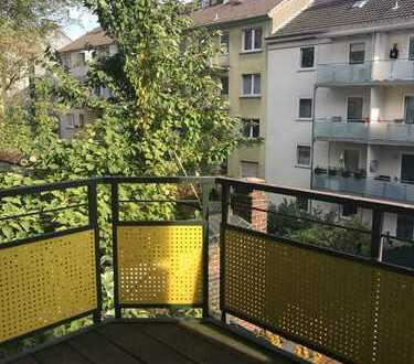 Balkon UND Terasse, 2 Etagen, Bad mit Fenster in ruhiger Einbahnstraße (privat)