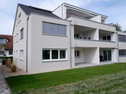 Neuwertige 3,5 Zi. Wohnung mit EBK, gr. Balkon, Carport und sep. Stellplatz in Bondorf, WM ca.1.255€