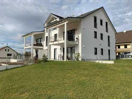 Neuwertige 4-Zimmer-Wohnung mit Garten und Terrasse