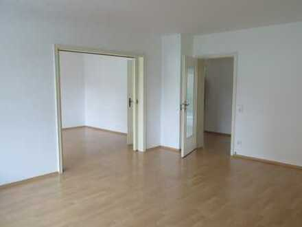Stilvolle, modernisierte 3-Zimmer-Wohnung mit Balkon in Weidenpesch, Köln