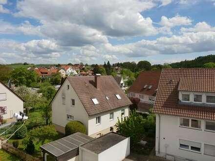 Guter Schnitt - Dachgeschosswohnung mit Südbalkon
